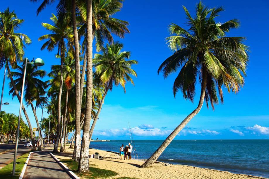 Quanto mais o dia estiver ensolarado, mais marcante é a cor da água nas praias da orla de Maceió e arredores