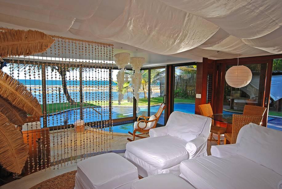 """<a href=""""http://viajeaqui.abril.com.br/estabelecimentos/br-pe-porto-de-galinhas-hospedagem-nannai-beach-resort"""" rel=""""Nannai Beach Resort"""" target=""""_blank""""><strong>Nannai Beach Resort</strong></a>        Recebidos com água de coco e espumante no check-in, os hóspedes do Nannai Beach Resort podem escolher entre bangalôs e apartamentos que esbanjam romantismo e conforto. As unidades privativas, praticamente à beira-mar, tem piscinas individuais, varandas e gazebo particular, não economizando no luxo e no bem-estar."""
