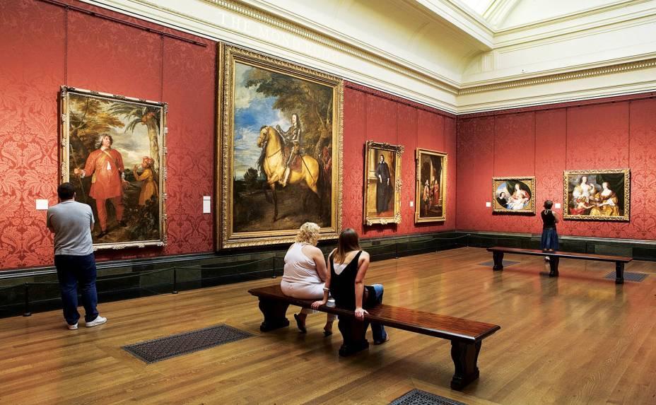 """<strong>3. <a href=""""http://www.nationalgallery.org.uk/"""" rel=""""National Gallery"""" target=""""_blank"""">National Gallery</a></strong>Aberta há quase 200 anos, a <a href=""""http://viajeaqui.abril.com.br/estabelecimentos/reino-unido-londres-atracao-national-gallery"""" rel=""""National Gallery """" target=""""_blank"""">National Gallery</a> é considerada uma das mais importantes galerias de arte do mundo. Em seu acervo constam obras dos mais renomados artistas dos mais distintos períodos. Com mais de 2,3 mil pinturas, quem visita o lugar pode apreciar os trabalhos de mestres como Leonardo, Botticelli, Caravaggio, Renoir, Monet, Van Gogh e Picasso. Aberto todos os dias, o espaço não é um destaque só pelas obras de arte, mas também pela imponente arquitetura vitoriana do prédio, recordando os dias de glória do império britânico"""