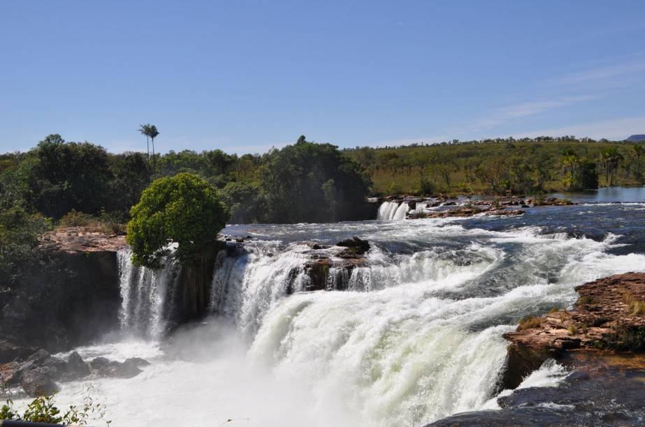 """Queda d'água da <a href=""""https://turismo.to.gov.br/regioes-turisticas/encantos-do-jalapao/principais-atrativos/mateiros/cachoeira-da-velha/"""" target=""""_blank"""" rel=""""noopener""""><strong>Cachoeira da Velha</strong></a>, Parque Estadual do Jalapão, Tocantins"""
