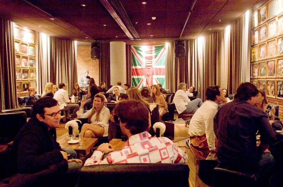 """<a href=""""http://viajeaqui.abril.com.br/estabelecimentos/br-rj-rio-de-janeiro-restaurante-baretto-londra"""" rel=""""Baretto-Londra, Rio de Janeiro:"""" target=""""_blank""""><strong>Baretto-Londra, Rio de Janeiro:</strong></a>                O bar do hotel Fasano, em Ipanema, combina um ambiente londrino com house, rock e drinks sofisticados."""