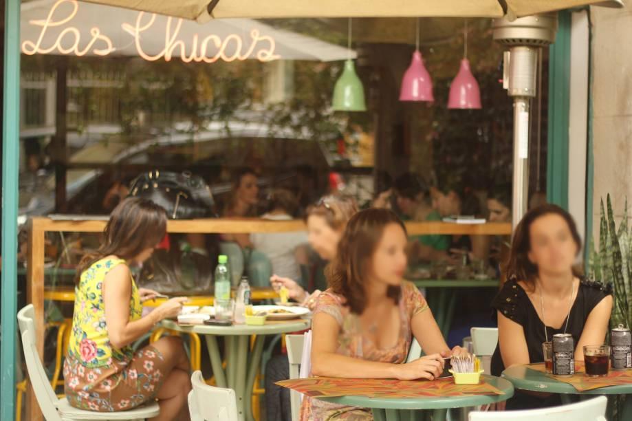 """O <a href=""""http://viajeaqui.abril.com.br/estabelecimentos/br-sp-sao-paulo-restaurante-las-chicas"""" rel=""""restaurante Las Chicas"""" target=""""_blank"""">restaurante Las Chicas</a>, na rua Oscar Freire, 1607,serve pratos à la carte no jantar"""