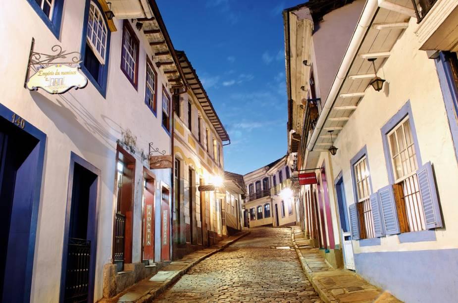 Rua Bernardo de Vasconcelos, no Centro Histórico, onde há lojinhas que vendem pedras preciosas