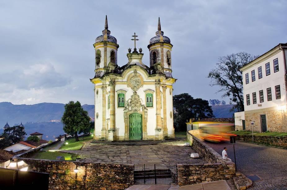 """<a href=""""http://viajeaqui.abril.com.br/estabelecimentos/br-mg-ouro-preto-atracao-igreja-sao-francisco-de-assis"""" rel =""""Kirche von São Francisco de Assis"""" Ziel =""""_leer"""">        Igreja de São Francisco de Assis em Ouro Preto (MG);  A foto está no livro """"Patrimônio material – centros históricos, complexo arquitetônico, santuários e ruínas"""""""" class=""""lazyload"""" data-pin-nopin=""""true""""/></div> <p class="""