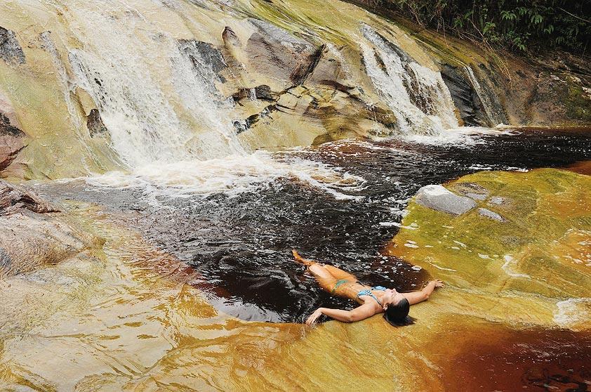 <strong>Conceição do Ibitipoca (4 dias)</strong>O Parque Estadual do Ibitipoca costuma encantar quem anda por suas trilhas com poços naturais, mirantes, cavernas e cascatas.As pousadinhas, um charme, são perfeitas para relaxar.
