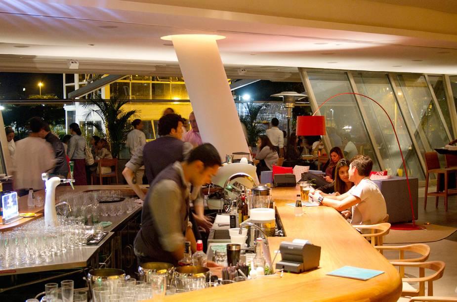"""<a href=""""http://viajeaqui.abril.com.br/estabelecimentos/br-rj-rio-de-janeiro-restaurante-san-remo"""" rel=""""San Remo, Rio de Janeiro:"""" target=""""_blank""""><strong>San Remo, Rio de Janeiro:</strong></a>            Ideal para aproveitar a vista da Lagoa Rodrigo de Freitas e tomar drinks elaborado e bem preparados."""