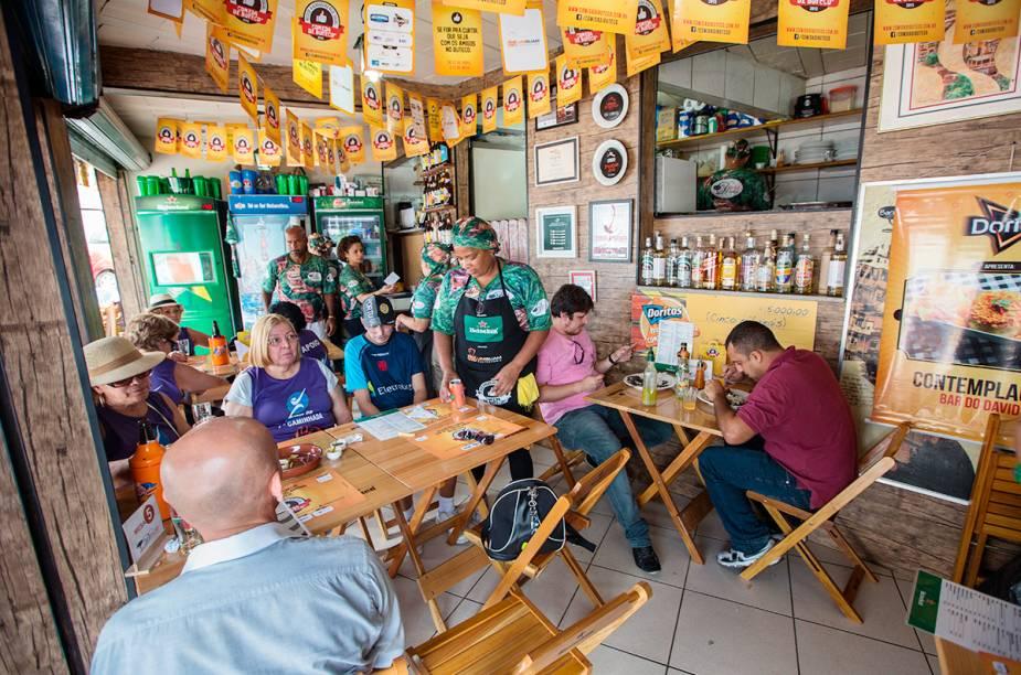 """<a href=""""http://viajeaqui.abril.com.br/estabelecimentos/br-rj-rio-de-janeiro-restaurante-bar-do-david"""" rel=""""Bar do David, Rio de Janeiro: """" target=""""_blank""""><strong>Bar do David, Rio de Janeiro: </strong></a>            Feijoada de mariscos, bolinho de sardinha e feijão tropeiro estão entre os mais pedidos do Bar do David."""