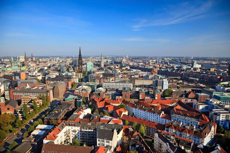 Arborizada e com belas construções, Hamburgo de hoje é muito diferente da cidade que há 60 anos foi destruída na Segunda Guerra Mundial
