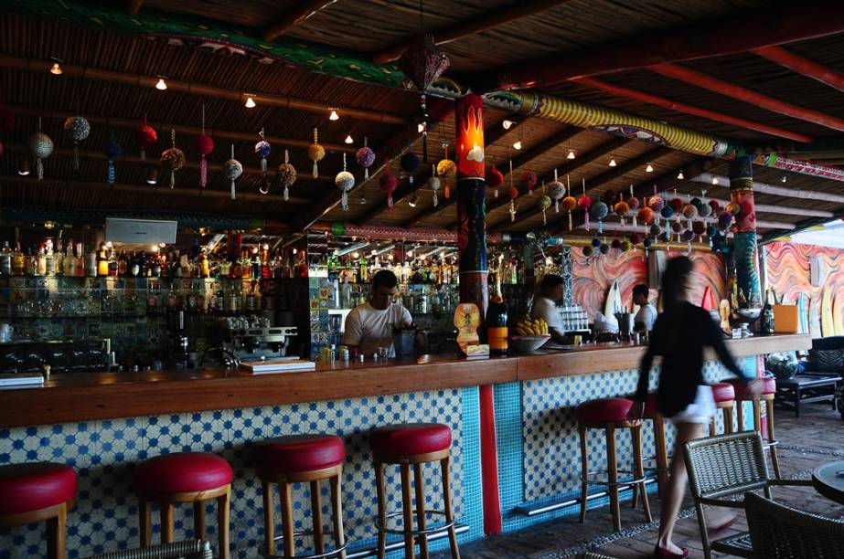 """Bar do <a href=""""https://www.booking.com/hotel/br/dpny-beach.pt-br.html?aid=332455"""" target=""""_blank"""" rel=""""noopener""""><strong>DPNY Beach Hotel & Spa</strong></a>, na <strong>Praia do Curral</strong>"""