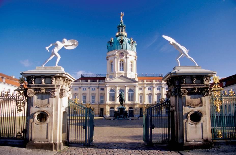 Construído no século 17 para servir de residência de invernoà rainha prussiana Sophie Charlotte, o Charlottenburg abriga hoje quadros, móveis, porcelanas, pinturas e insígnias do rei prussiano Frederico I