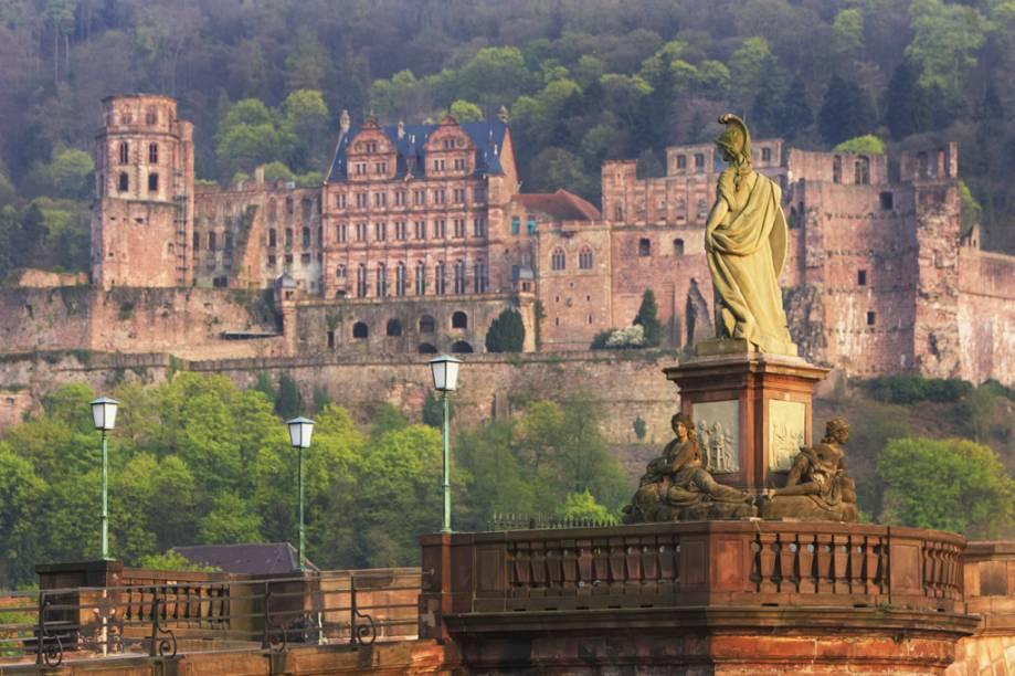 Para conhecer o Castelo de Heidelberg o passeio começa em um trenzinho. Atualmente, a construção é utilizada para banquetes, bailes, espetáculos teatrais e concertos ao ar livre durante o verão