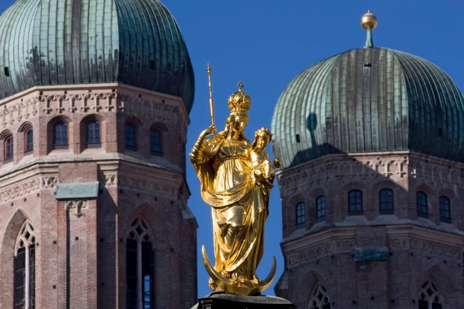 A Praça Marienplatz, em Munique, abriga alguns dos prédios mais emblemáticos da cidade, como a Coluna de Maria, do século 17