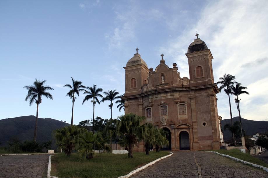 """Construída em formato oval, com fachada de arenito, a <a href=""""http://viajeaqui.abril.com.br/estabelecimentos/br-mg-mariana-atracao-basilica-de-sao-pedro-dos-clerigos"""" rel=""""Basílica São Pedro dos Clérigos"""">Basílica São Pedro dos Clérigos</a> tem interior simples e altar de cedro inacabado"""