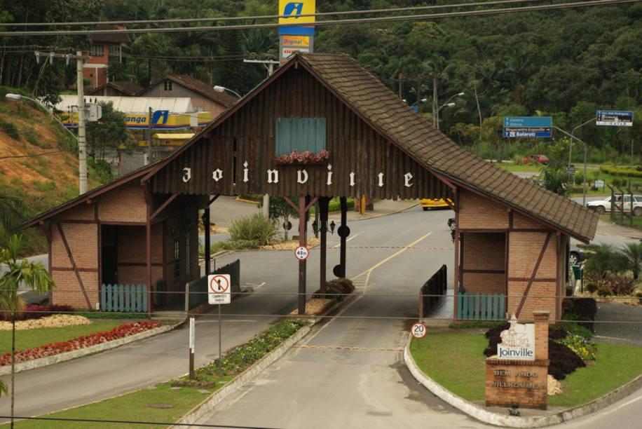 A forte economia local de Joinville motivou o surgimento de edifícios modernos, comércio desenvolvido e eventos