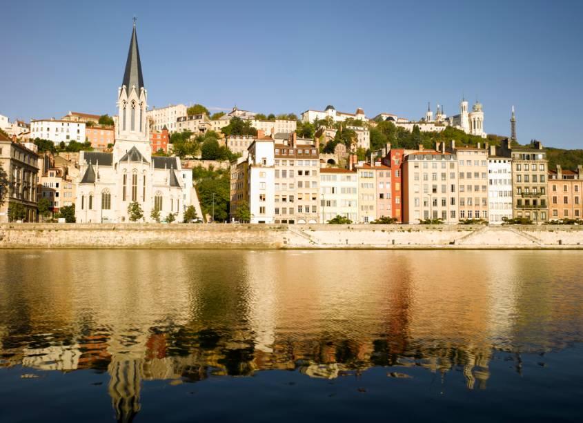 Vista da cidade de Lyon cortada pelo rio Saône