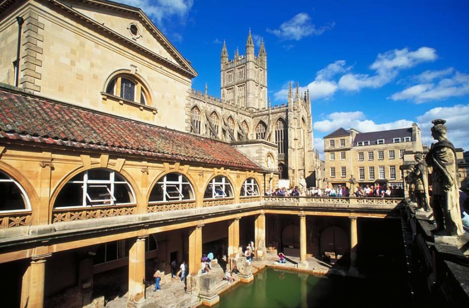 Na única fonte de águas termais da Grã-Bretanha a água flui para tratar reumatismos ou simplesmente para relaxar