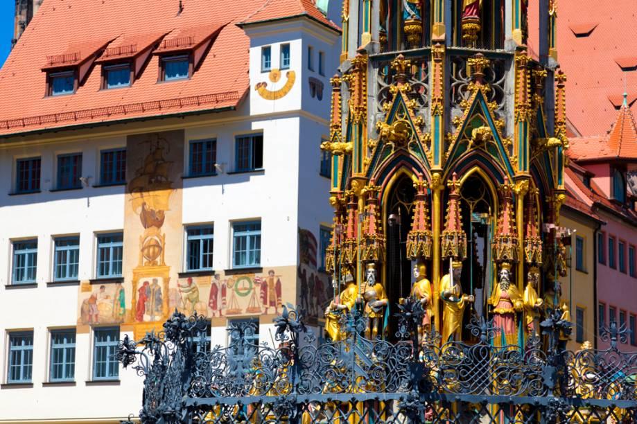 Fundada na Idade Média, Nuremberg possui até hoje os 5 km de muralhas que cercavam a Cidade Velha, embora grande parte tenha sido reconstruída após a Segunda Guerra