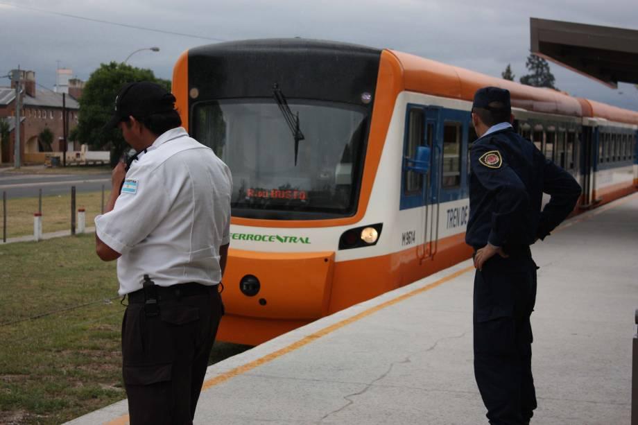 O moderno Tren de Las Sierras percorre 147 quilômetros da região serrana entre Córdoba e Cruz del Eje. A viagem dura mais de duas horas