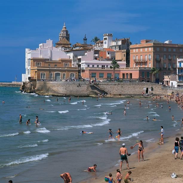A longa faixa de areia em formato de meia-lua da Playa de La Concha é a comissão de frente de San Sebantián