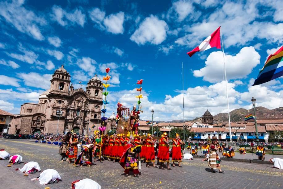 O festival <strong>Inti Raymi</strong>, celebrado há mais de 800 anos, é uma forma de agradecer pelas colheitas realizadas antes do inverno e pedir pela prosperidade da terra