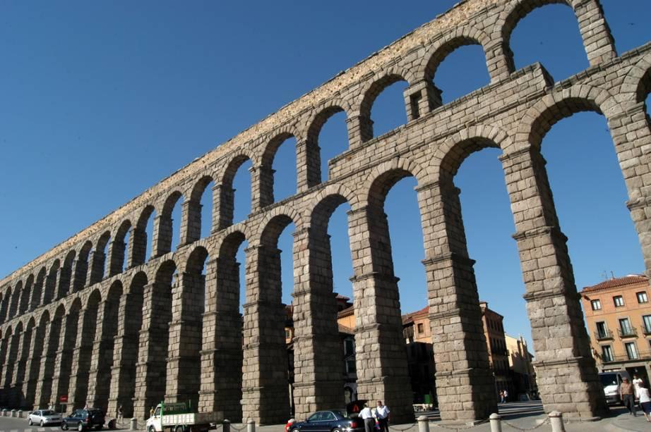 O aqueduto romano do século 1 foi utilizado pelos habitantes de Segóvia até o século 19