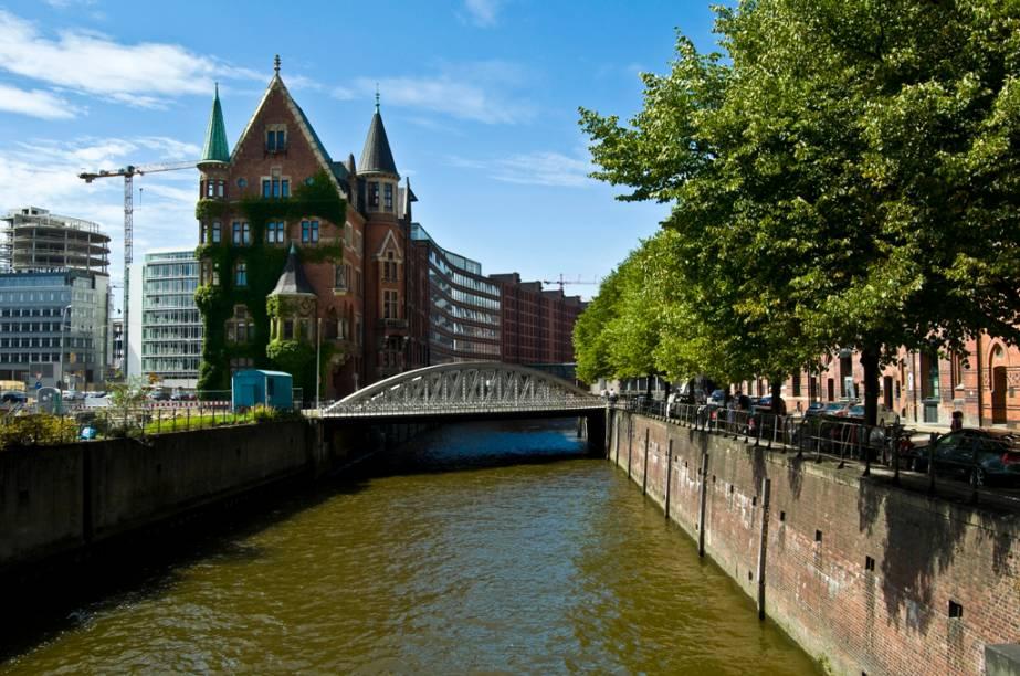 Com mais de 2 mil pontes e inúmeros canais, Hamburgo ganhou o apelido de Veneza Germânica