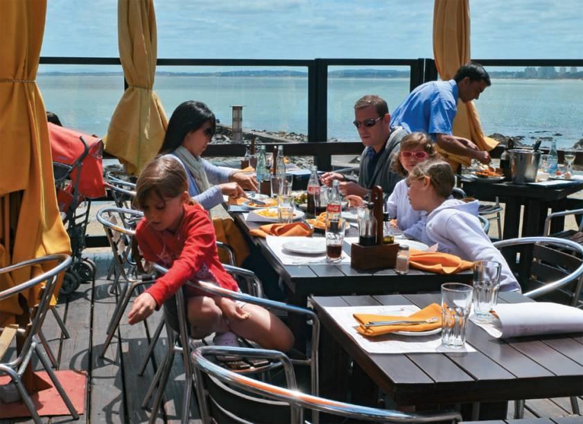As mesas do restaurante Virazón