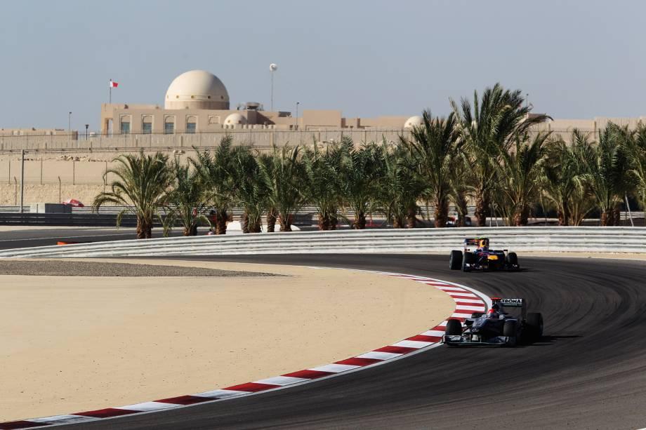 Maior campeão – 7 títulos –, recordista em vitórias – 91 – e em quantidade de pódios – 154 –, Michael Schumacher é uma lenda viva no esporte. Na imagem, corre com sua Mercedes no Bahrain International Circuit, no Deserto de Sakhir, Bahrein