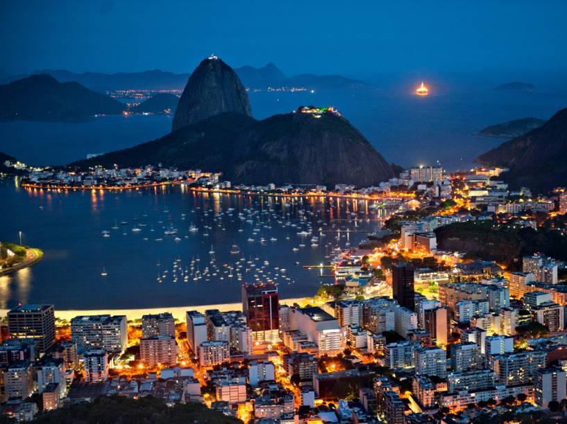 """A Cidade Maravilhosa não se apagou diante às gigantes. O <strong>25º lugar</strong> é do <a href=""""http://viajeaqui.abril.com.br/cidades/br-rj-rio-de-janeiro"""" rel=""""Rio de Janeiro"""" target=""""_blank""""><strong>Rio de Janeiro</strong></a><a href=""""http://www.booking.com/city/br/rio-de-janeiro.pt-br.html?aid=332455&label=viagemabril-skylines"""" rel=""""Veja hotéis no Rio de Janeiro no booking.com"""" target=""""_blank""""><em>Veja hotéis no Rio de Janeiro no booking.com</em></a>"""
