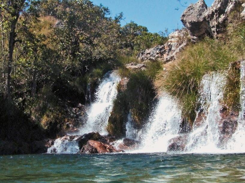 """<strong>Parque Nacional da Serra da Canastra (MG)</strong>O Cerrado é um ecossistema ameaçado, daí a grande importância do Parque Nacional da <a href=""""http://viajeaqui.abril.com.br/cidades/br-mg-serra-da-canastra"""">Serra da Canastra</a>. Criado em 1971 para proteger a nascente do Rio São Francisco, o parque é habitat de espécies como <a href=""""http://viajeaqui.abril.com.br/national-geographic/blog/adriano-gambarini/2011/08/18/lobo-guara-um-solitario-no-cerrado/"""">lobos-guarás</a>, tatus-canastra e tamanduás-bandeira. Como o acesso é complicado para as principais atrações, é recomendável a contratação de um guia. Há várias cidades que podem servir de base para os passeios, mas é em <a href=""""http://viajeaqui.abril.com.br/cidades/br-mg-sao-roque-de-minas"""">São Roque de Minas</a> que está a maior oferta de hospedagem e serviços"""