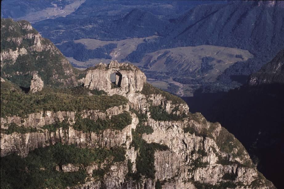 Pedra Furada vista do Morro da Igreja, em Urubici, Santa Catarina