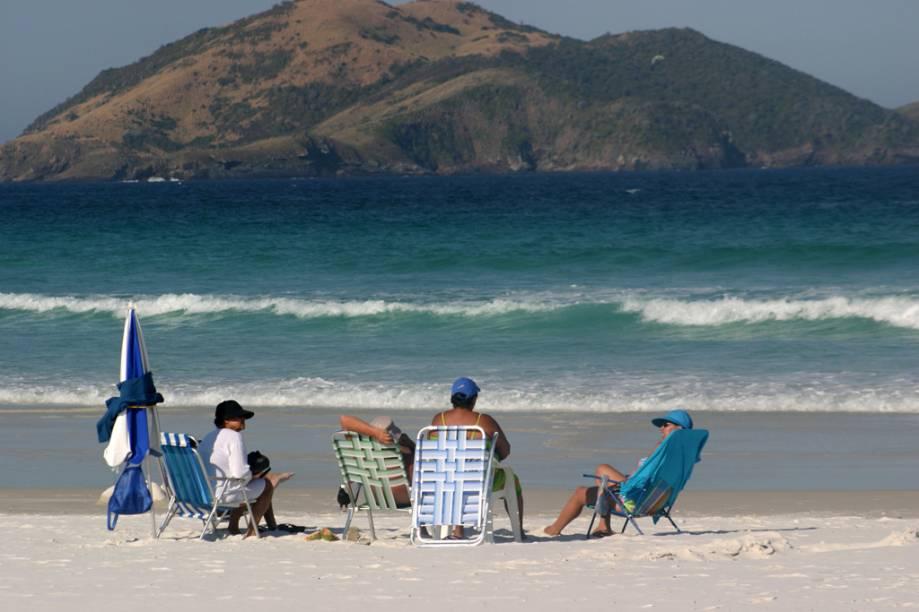 Praia central de Cabo Frio, a do Forte vive lotada, inclusive de surfistas