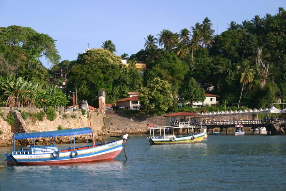 Os roteiros dos passeios de barcos se dividem entre o norte e sul da Ilha de Tinharé