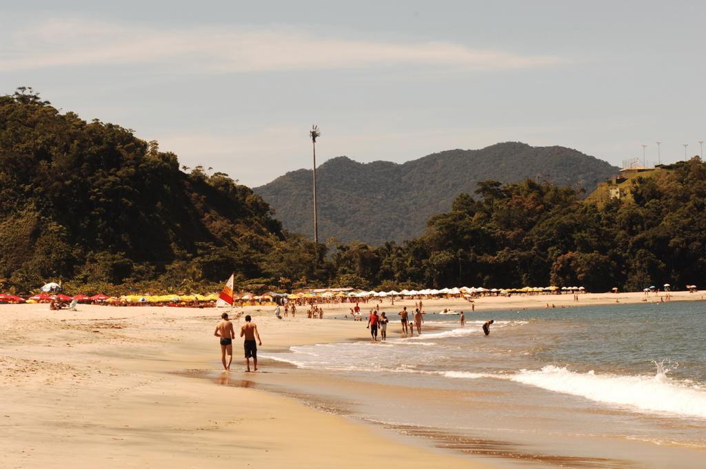 Com boa estrutura de quiosques, a Praia da Mococa tem mar calmo e transparente