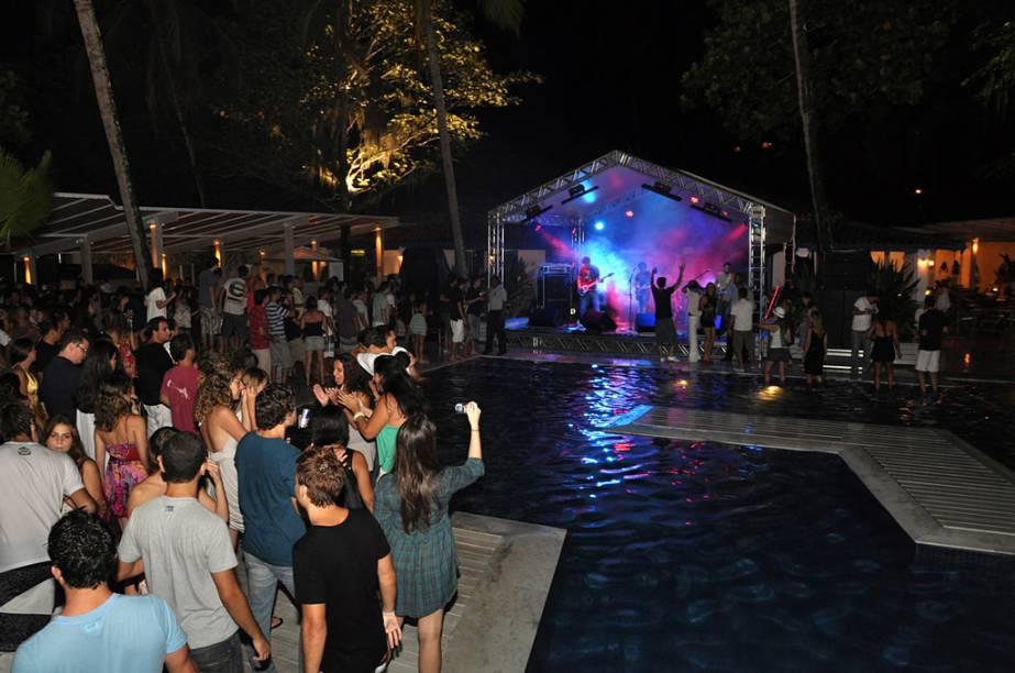 Importada da Europa, a moda dos clubes de praia pegou em Ilhabela