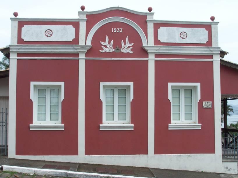 O centrinho de Ribeirão da Ilha, com casinhas erguidas pelos colonizadores açorianos no século 18 e a pracinhada Igreja Nossa Senhora da Lapa de Ribeirão, rende uma agradável caminhada