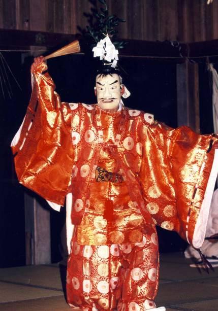 O <strong>Sada Shin Noh</strong> é um conjunto de danças realizado na cidade de Matsue, no Japão. Celebrado em 24 e 25 de setembro, no santuário de Sada, os participantes dançam, acompanhados de flautas e tambores, enquanto seguram feixes de junco para purificá-los e oferecê-los às divindades