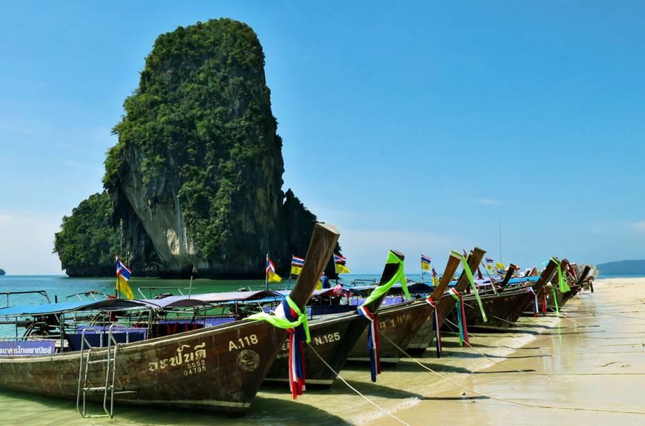 """<strong>4. Ao Nang - <a href=""""http://viajeaqui.abril.com.br/paises/tailandia"""" rel=""""Tailândia"""" target=""""_blank"""">Tailândia</a></strong>Cada vez mais os turistas procuram Ao Nang. As belas praias vêm com o extra de oferecerem ótimas condições para a prática de esportes aquáticos."""