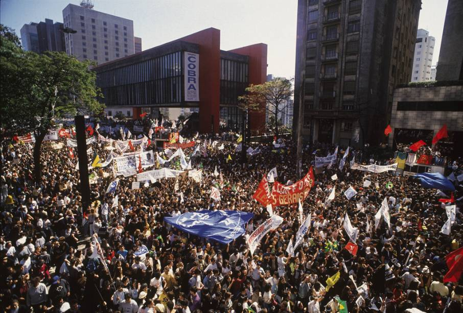 Não é só de negócios e atividades culturais que vive a pulsante Avenida Paulista. O local é palco de diversas manifestações e protestos. Um dos mais marcantes foi o que provocou o processo de impeachment do presidente Fernando Collor, em 1992