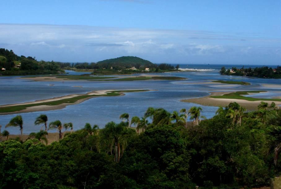 Os bons ventos também trazem para a Lagoa de Ibirapuera as turmas do wind e do kitesurfe