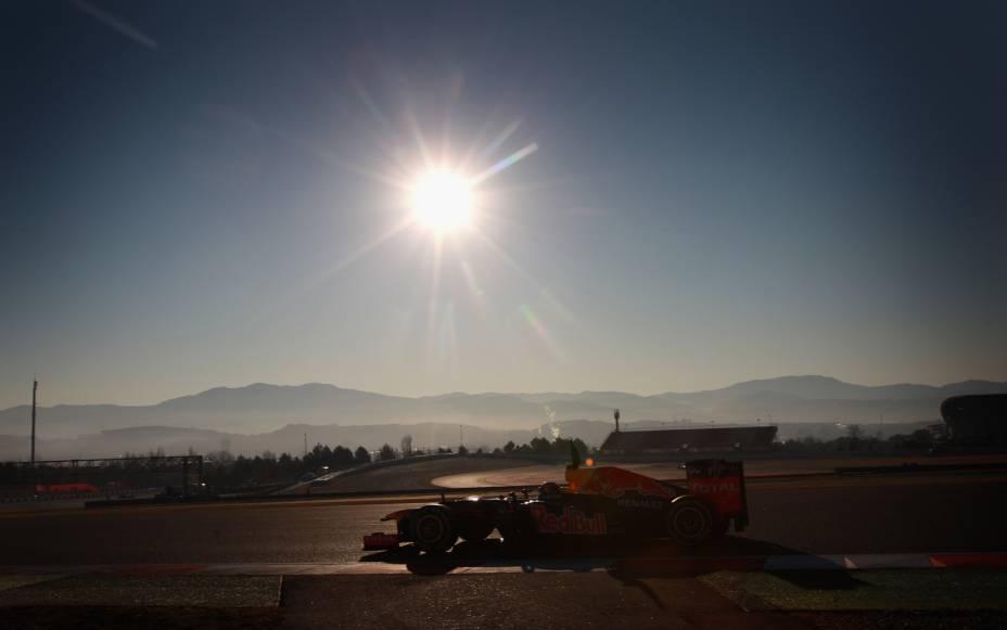 """Companheiro de equipe de Sebastian Vettel na Red Bull Bacing, Mark Webber é o único australiano entre os atuais pilotos da Fórmula 1. Na foto, testa o carro no Circuit de Catalunya, em <a href=""""http://viajeaqui.abril.com.br/cidades/espanha-barcelona"""" rel=""""Barcelona"""" target=""""_blank"""">Barcelona</a>, <a href=""""http://viajeaqui.abril.com.br/paises/espanha"""" rel=""""Espanha"""" target=""""_blank"""">Espanha</a>"""