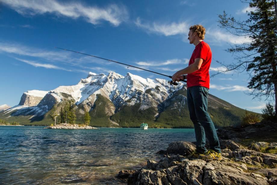 <strong>Lago Minnewanka</strong>        O lago é enorme e a trilha (de nível fácil) que passa por suas margens só cobre um pouco da sua orla sul. Há muitas atividades que podem ser praticadas no lago, como a pesca esportiva