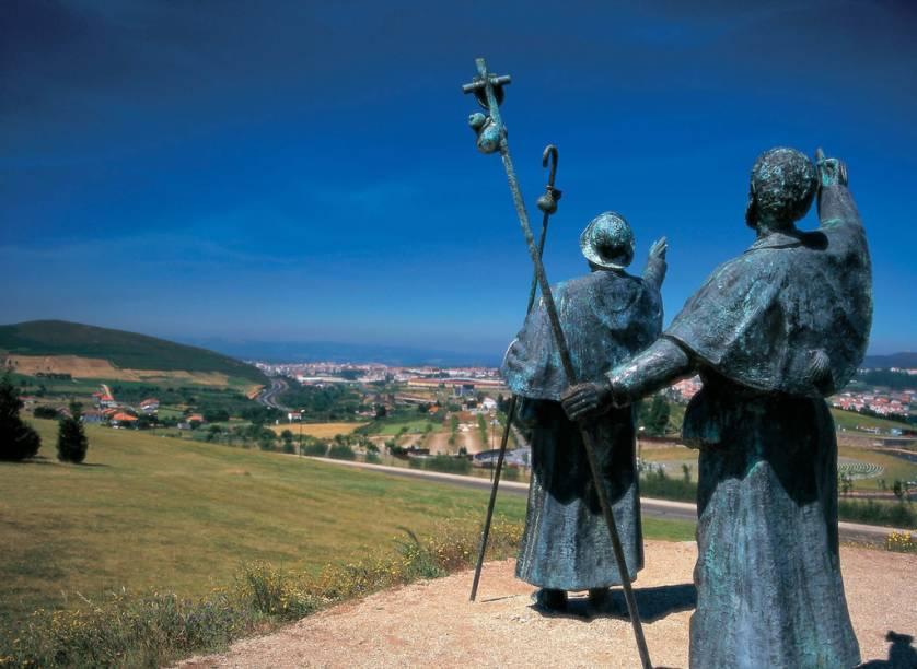 Monumento do Monte del Gozo, na Província de La Coruña, presta uma homenagem aos peregrinos que passam pelo local