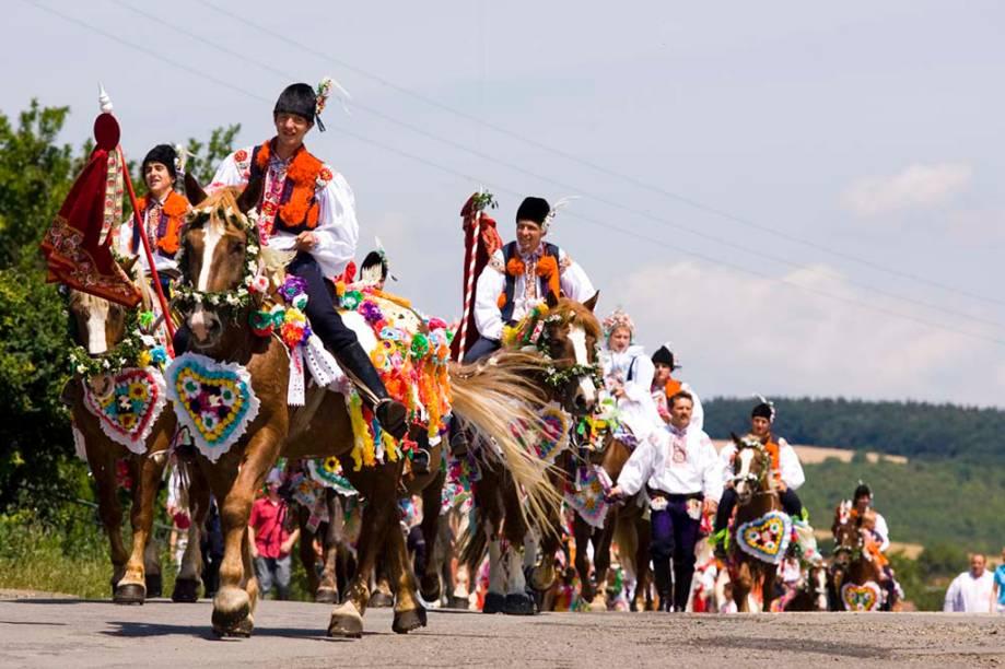 A <strong>Cavalgada dos Reis </strong>é uma procissão anual realizada no Dia de Pentecostes em quatro cidades da <strong>República Tcheca</strong>. Um grupo de cantores montados em cavalos, desfilam pelas ruas, paradas para cantar e receber doações dos moradores