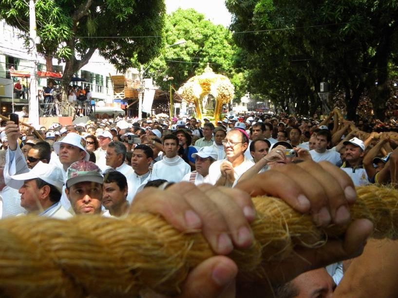 No domingo, a multidão conduz a procissão do Círio de Nazaré, em Belém do Pará