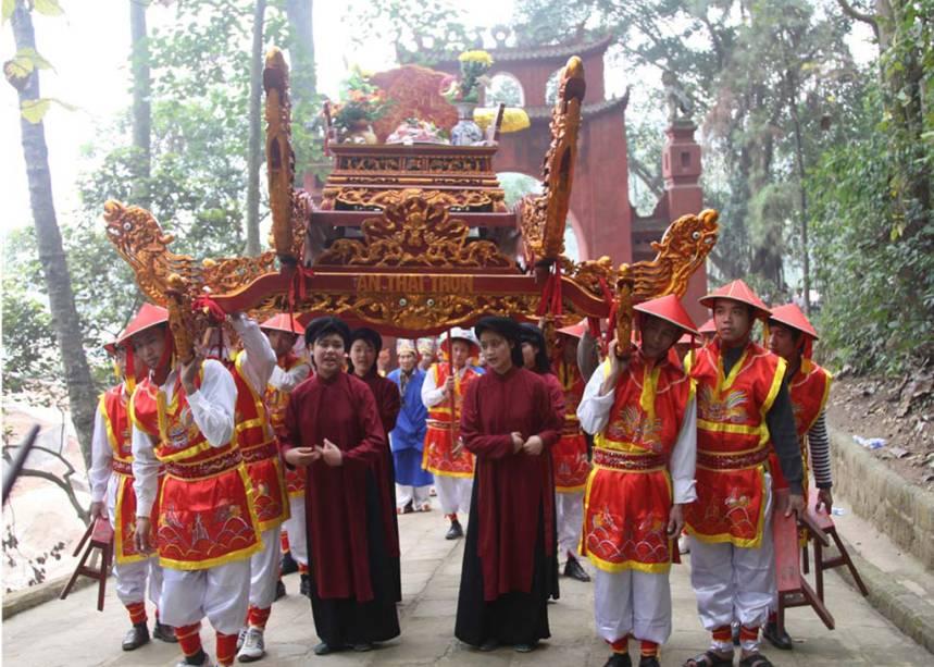 O canto <strong>xoan</strong>, da provínica de Phú Tho, no <strong>Vietnã</strong>, é entoado durante as festas da primavera, nos templos e santuários. O canto é acompanhado por danças e músicas tocadas com vários tipos de tambores e castanholas