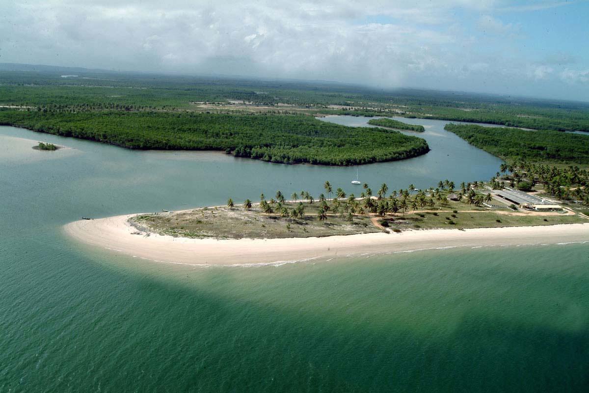 A foz do Rio Real fica na Praia do Saco, uma das mais preservadas da região