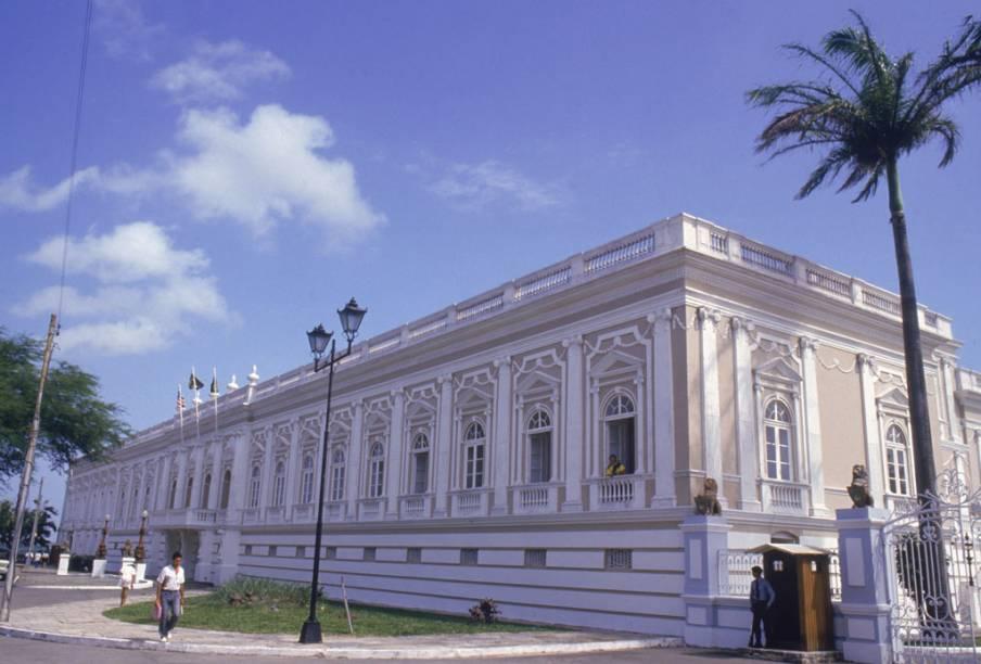 Sede do governo maranhense, o Palácio dos Leões fica no centro histórico em São Luís (MA)