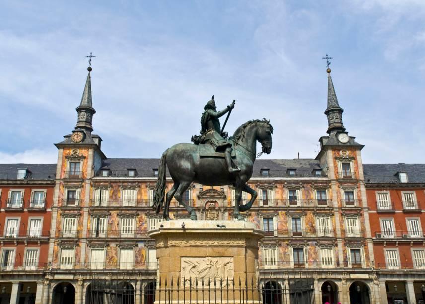 A estátua de Filipe III está no centro da Plaza Mayor, que ao longo da história da Espanha foi palco de touradas, execuções e autos-da-fé