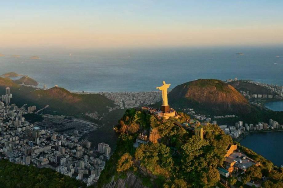 """<strong>10. <a href=""""/cidades/br-rj-rio-de-janeiro"""" rel=""""Rio de Janeiro"""" target=""""_blank"""">Rio de Janeiro</a> (8 dias)</strong>O Rio pode ser, além de um dos destinos, ponto de partida para outro roteiro, o da <a href=""""/materias/roteiro-rodoviario-serra-fluminense-e-regiao-dos-lagos"""" rel=""""serra Fluminense"""" target=""""_blank"""">serra Fluminense</a> – mas não antes de um mergulho na Praia de Copacabana."""